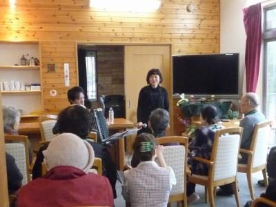 鈴木希彩(のあ)歌手・女優 西辻善則(にしくん)アコーディオン伴奏 デイサービス クリスマスコンサート