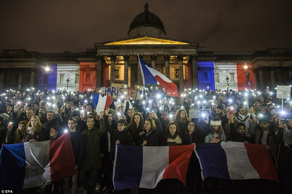 2E72E42B00000578-3319244-French_flag_Hundreds_of_people_attend_a_vigil_for_the_victims_of-a-6_1447603530455